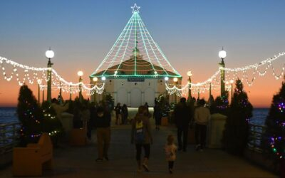 "Roundhouse Aquarium to ""Light Up the Beach Cities with Holiday Decorating Contest"